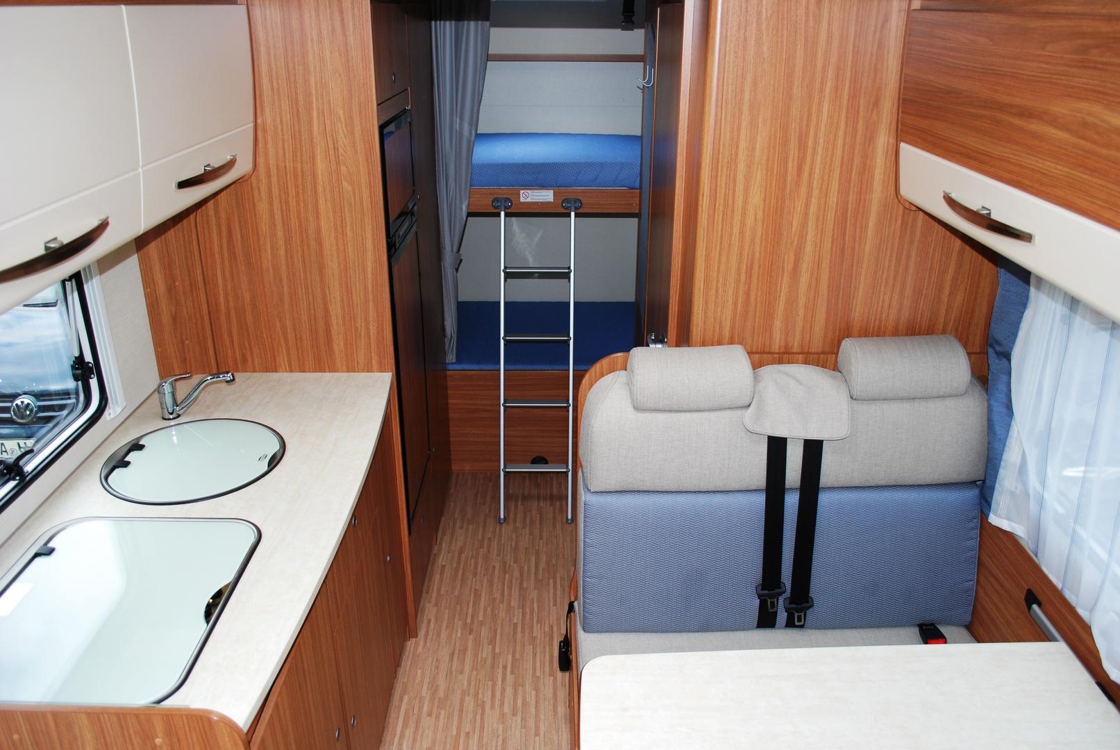 wohnmobilvermietung jell carado a 361 bj 2016. Black Bedroom Furniture Sets. Home Design Ideas